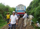 Tin trong nước - Tàu khách SE4 trật bánh do va vào đá, đường sắt Bắc - Nam tê liệt nhiều giờ