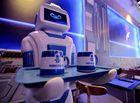 Tin trong nước - Chú robot bồi bàn ở quán cà phê Hà Nội phục vụ thế nào?