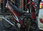- Xe máy tông vào xế hộp, 1 người bị thương nặng