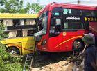 Tin tức - Xe máy đấu đầu ô tô khách, 2 mẹ con tử vong