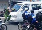Tin tức - Video: Cảnh sát bị đẩy hơn 100m vì tài xế ngoan cố không dừng lại