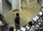 Tin tức - Dùng điện thoại quay cảnh bác sĩ làm việc, người nhà bệnh nhân bị đánh