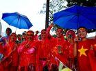 Tin tức - Bất chấp trời mưa hàng nghìn người hâm mộ đổ về sân Bukit Jalil cổ vũ đội tuyển Việt Nam