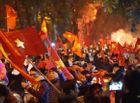 Tin tức - Cổ động viên cả nước đổ ra đường ăn mừng tuyển Việt Nam vô địch AFF Cup 2018