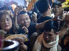Tin tức - Biển người chen chân lúc 0h sáng tại lễ Khai ấn đền Trần