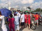 Tin trong nước - Người dân vây kín xem công an tìm kiếm tung tích người đàn ông nhảy cầu ở TP.HCM