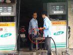 Thị trường - Clip: Lật tẩy thủ đoạn ăn cắp mới của nhân viên cây xăng