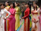 An ninh - Hình sự - 118 cô gái lột đồ để được chọn làm vợ hay