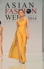 Thời trang & Làm đẹp - Áo dài của Lê Thanh Phương nổi bật tại Asia fashion week 2014