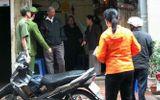 Hà Nội: Quỳ lạy xin đưa thi hài mẹ vào nhà tranh chấp