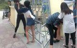 Xôn xao clip 2 nữ sinh cấp 2 đánh nhau, bạn học cổ vũ nhiệt tình