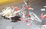 Xe máy lao vào xe bồn nát vụn, lái xe văng xa 10 m