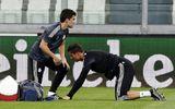 Ronaldo gục xuống sân tập, Ancelotti xanh mặt