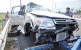 Bị container tông, xe 7 chỗ lộn nhiều vòng trên cao tốc