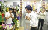 Hoài Linh bất lực vì fan cười đùa vô duyên, vây kín trong đám tang Duy Nhân