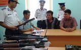 """Cảnh sát biển khống chế đối tượng, bắt giữ lô súng """"khủng"""""""