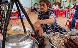 Độc đáo quán cháo lòng nấu bằng thau hơn 80 năm tuổi ở Sài Gòn