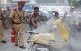 TP.HCM: Xe máy bốc cháy giữa đường, hàng chục người hú vía