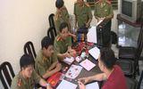 Hàng trăm con dấu giả bộ ngành ở xưởng in sổ đỏ, bằng ĐH đểu