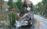 Xe khách cháy rụi làm 1 người chết, 7 người bị thương