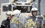Giá sữa giảm, 6.000 nông dân ném trứng vào cảnh sát tại Bỉ