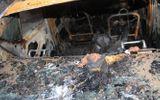 Ô tô bốc cháy trong đêm, cả gia đình may mắn thoát chết