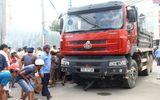 Hai vợ chồng gặp nạn chết thảm dưới gầm xe tải