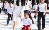 Hoa hậu Phạm Hương xúc động khi về thăm trường cũ