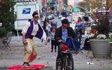 Thần đèn Aladin đẹp trai trượt thảm gây náo loạn đường phố