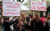 Phụ nữ Pháp biểu tình phản đối đánh thuế băng vệ sinh
