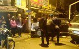 """Thanh Hóa: Người dân vây đánh tài xế xe """"điên"""" mang biển xanh giữa phố"""