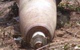"""Bom """"khủng"""" 250kg còn nguyên ngòi nổ trong khu dân cư"""