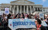 Mỹ bắt giữ hơn 400 người biểu tình gần tòa nhà Quốc hội