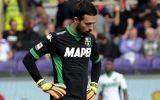 Thủ môn Italia đá phản lưới nhà như bán độ