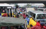 Dòng người nườm nượp đổ về quê nghỉ lễ, giao thông Hà Nội ùn tắc kinh hoàng