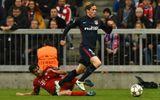 Trọng tài thổi phạt đền oan Bayern nhưng Torres bỏ lỡ khó tin
