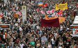 Gần 2.000 người biểu tình yêu cầu Thủ tướng Đức từ chức