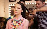 Thanh Mai duyên dáng áo dài đi làm giám khảo cùng Việt Hương và Trấn Thành