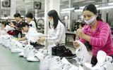 Tăng lương: Doanh nghiệp kêu khó, người lao động lo sợ?