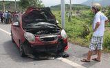 Cả ôtô và xe máy bốc cháy sau khi tông nhau