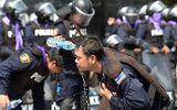 Bangkok: Biểu tình thành bạo động, cảnh sát ra tay