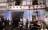 Cháy lớn, thiêu rụi 200m2 nhà kho chứa kính tại TP. HCM