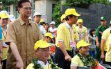 Thủ tướng Nguyễn Tấn Dũng đi bộ vì người khuyết tật