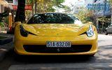 """Bộ đôi siêu xe Ferrari 458 Italia gầm rú, """"xào chẻ"""" trên phố"""