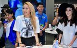 2NE1 khiến fan phát cuồng tại trung tâm thương mại