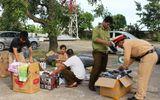 CSGT Thanh Hóa bắt giữ xe khách chở đầy thuốc kích dục
