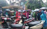 Xã hội - Ngàn người đội mưa thi Cục Thuế: Tìm cơ hội hay tính kiếm tiền?