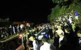 Xã hội - Xe khách rơi xuống vực: 53 người thương vong, tiếp tục tìm kiếm