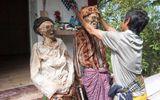 Độc đáo nghi lễ đào xác chết, tắm rửa và dẫn về nhà