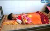 Bé mồ côi 12 tuổi bị bắt giữ trái pháp luật, đánh nhập viện